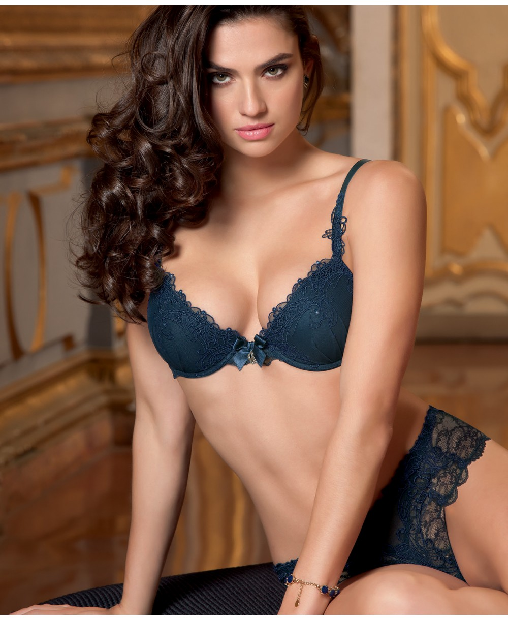 fe1d672bc4 Find every shop in the world selling contour plunge bra at PricePi ...